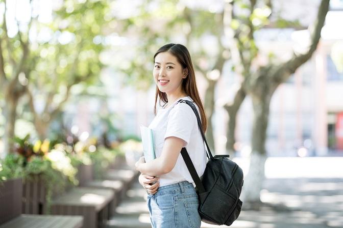 青岛朗阁外语学校